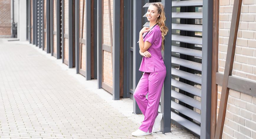 Spodnie medyczne damskie z szerokimi nogawkami